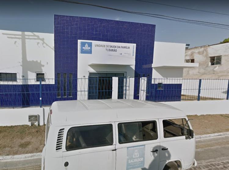 Grupo armado promoveu arrastão na unidade de saúde atrás de carros e celulares - Foto: Reprodução | Google Street View