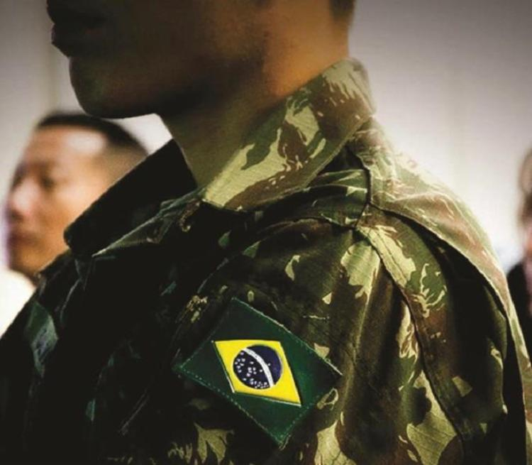 Artigo 142 da Constituição Federal regulamenta o papel das Forças Armadas e sua constituição, composta por Aeronáutica, Marinha e Exército | Foto: Reprodução | Forças Terrestres - Foto: Reprodução | Forças Terrestres