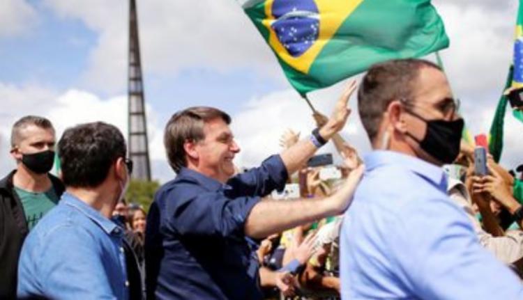 Presidente em mais um ato de aceno aos apoiadores   Foto: Reprodução   Agência Brasil - Foto: Reprodução   Agência Brasil