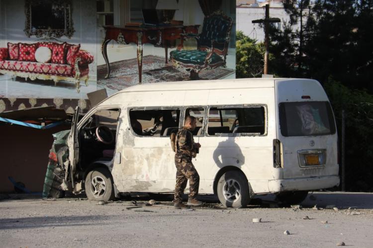 Alvo era veículo da emissora privada Khurshid TV | Foto: STR | AFP - Foto: STR | AFP