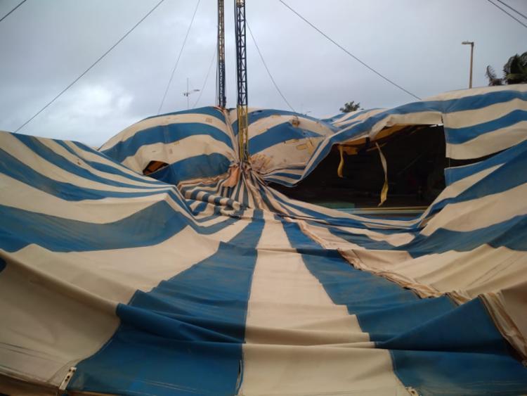 Circo perdeu mais uma das lonas responsáveis por sustentar a estrutura | Foto: Divulgação - Foto: Divulgação