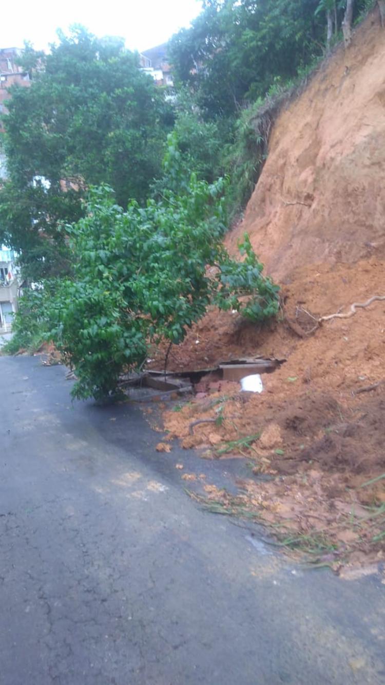 Deslizamento aconteceu na manhã deste sábado | Foto: Cidadão Repórter - Foto: Cidadão Repórter
