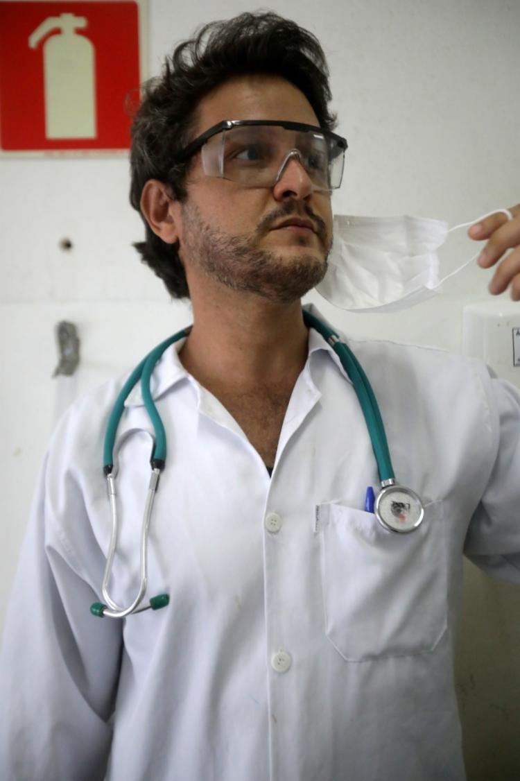 Guiliano Souza destaca o diálogo entre profissionais e pacientes | Foto: Felipe Iruatã | Ag. A TARDE