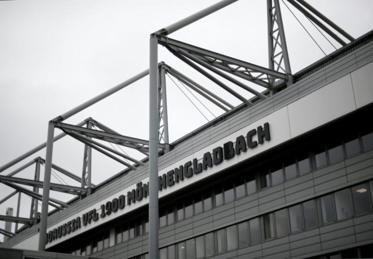 Dois dos casos, aparentemente de um jogador e de um fisioterapeuta, aconteceram no Borussia Mönchengladbach | Foto: Ina Fassbender | AFP - Foto: Ina Fassbender | AFP