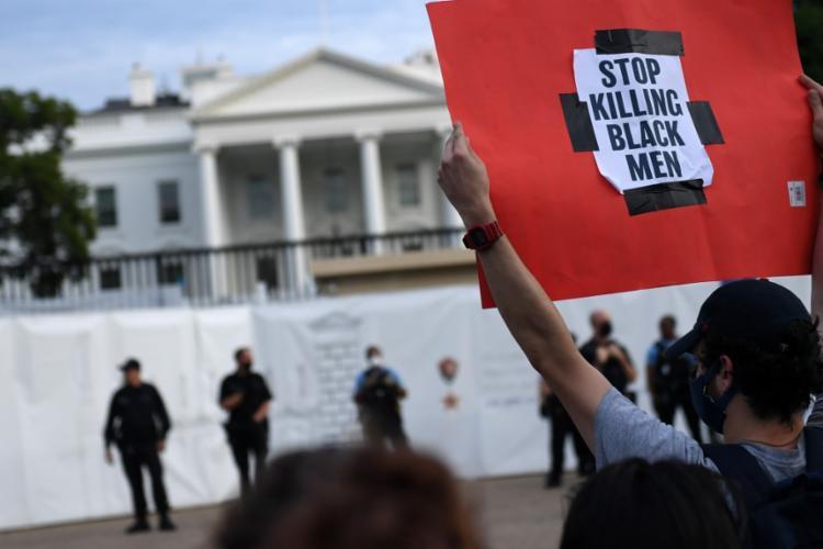 Manifestantes levavam cartazes com dizeres como