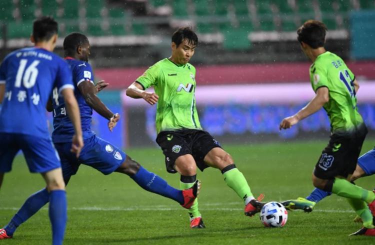 Jeonbuk, onde joga o brasileiro Murilo, derrotou Suwon Bluewings | Foto: Jung Yeon-je | AFP - Foto: Jung Yeon-je | AFP