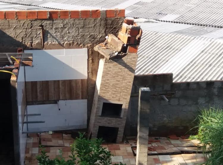 Quiosque de um dos moradores ficou destruído após queda de encosta - Foto: Cidadão Repórter | Via Whatsapp
