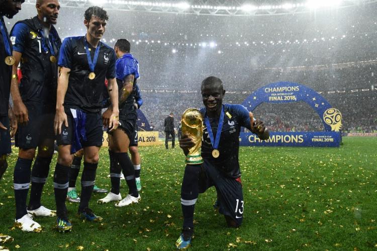 Kanté comemorando a conquista da Copa do Mundo de 2018 | Foto: Franck Fife | AFP - Foto: Foto: Franck Fife | AFP