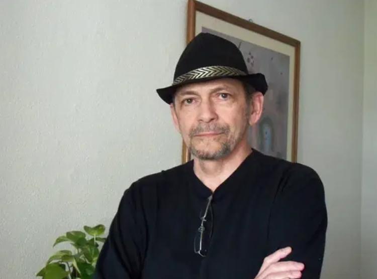 Escritor tratava de um câncer de pulmão havia dois anos   Foto: Reprodução   Facebook - Foto: Reprodução   Facebook
