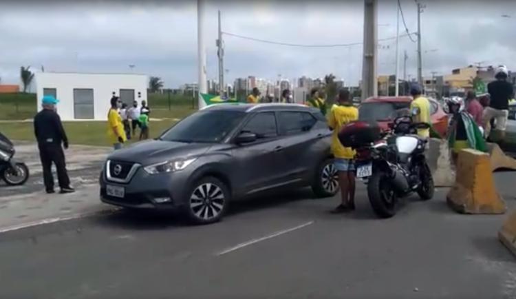 Os veículos que invadiram a área ao lado do novo Centro de Convenções serão autuados - Foto: Divulgação