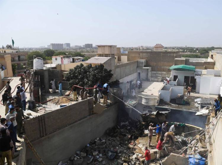 Voo da Pakistan International Airlines caiu em uma área residencial | Foto: Asif Hassan | AFP - Foto: Asif Hassan | AFP