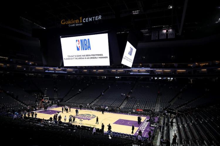A NBA estuda há semanas a possibilidade de retomar a temporada, suspensa desde 12 de março | Foto: Ezra Shaw | AFP - Foto: Ezra Shaw | AFP