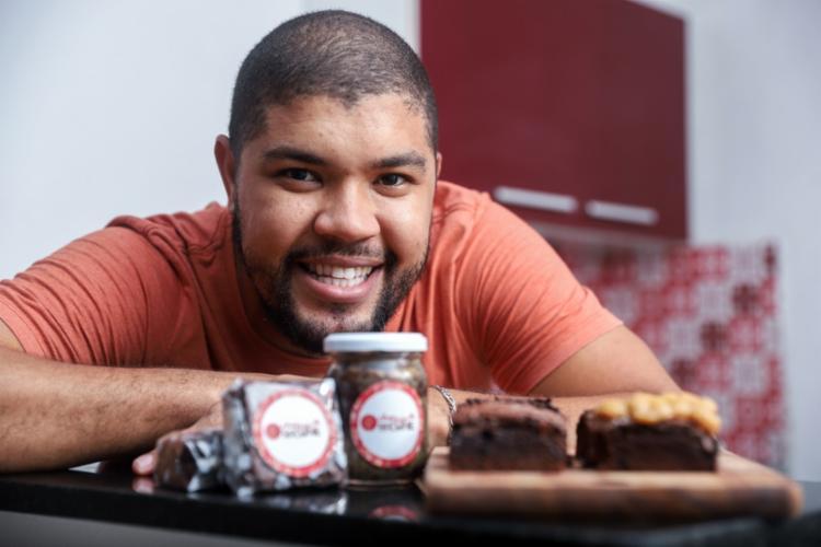 Com o trabalho mais difícil na pandemia, Dirlan apostou na produção de brownie