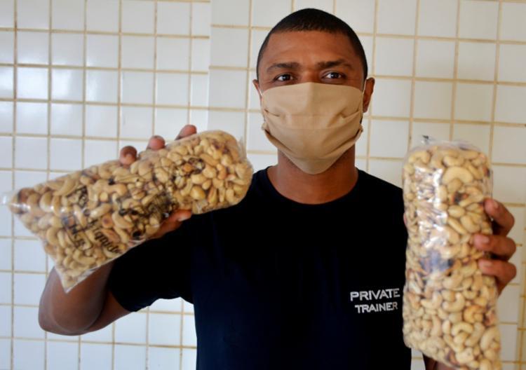 Tiago passou a vender castanhas