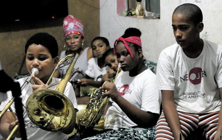 Manuela Chagas e os cinco filhos na aula em casa | Foto: Adilton Venegeroles | Ag. A TARDE - Foto: Adilton Venegeroles | Ag. A TARDE