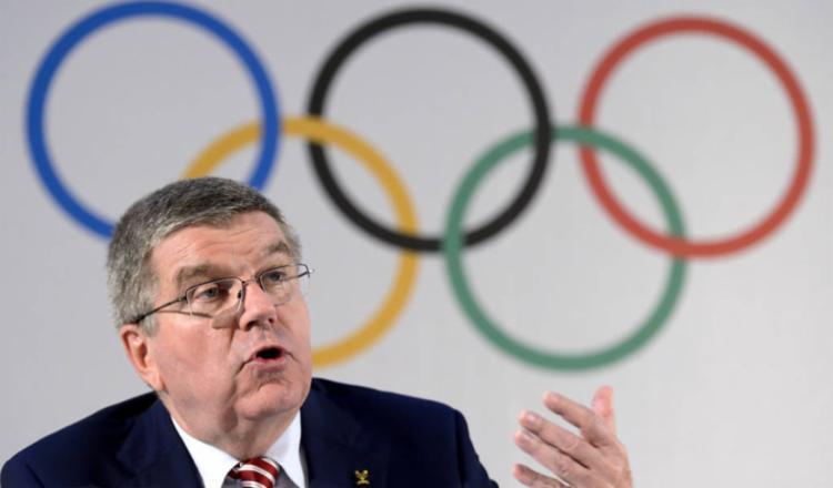 Segundo Bach, não se pode ter os atletas nesta incerteza e não se pode sobrepor a próxima Olimpíada | Foto: Fabrice Coffrini | AFP - Foto: Fabrice Coffrini | AFP