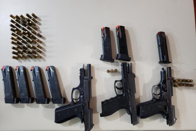Três pistolas foram apreendidas com o militar | Foto: Divulgação | SSP - Foto: Divulgação | SSP