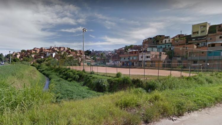 Suspeito foi detido por equipes da Rondesp nas imediações do Campo do Nal | Foto: Google Street View