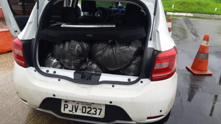 Droga foi encontrada dentro de sacos no porta-malas do carro | Foto: Divulgação | SSP - Foto: Divulgação | SSP