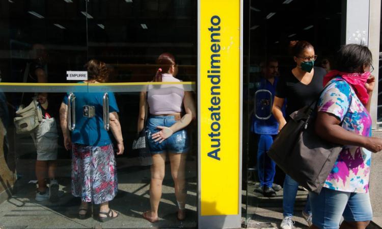 A ação denuncia o não cumprimento de medidas anunciadas pelos bancos de prorrogação do pagamento de dívidas de clientes - Foto: Tania Rego   Agência Brasil
