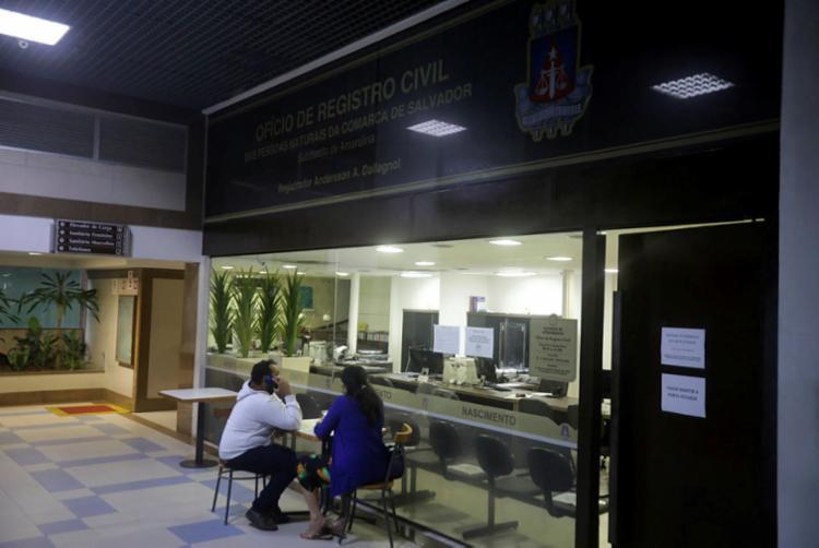 No caso dos cartórios, existe um prazo legal de cinco dias para o registro do óbito | Foto: Felipe Iruatã | Ag. A TARDE - Foto: Felipe Iruatã | Ag. A TARDE