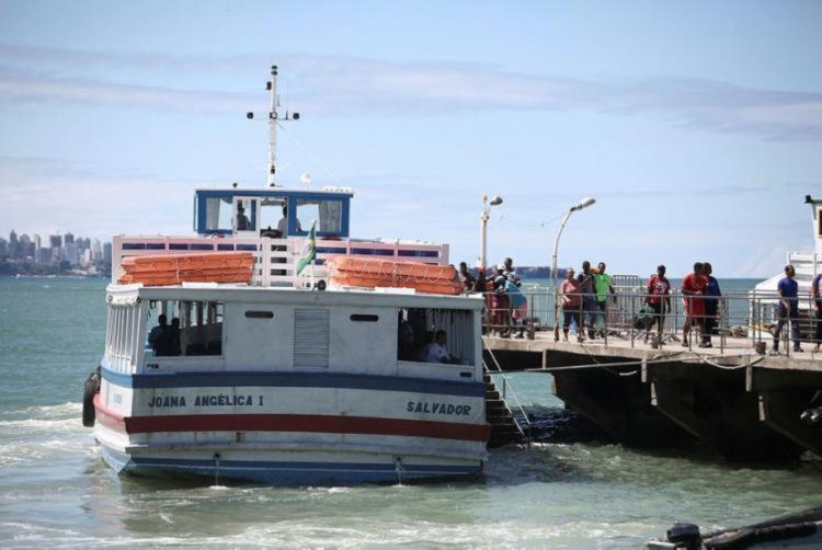 Maré baixa no terminal de Vera Cruz impede navegação das embarcações - Foto: Joá Souza | Ag. A TARDE