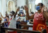 Missa segue normas na Paróquia São Pedro | Foto: Uendel Galter | Ag. A TARDE