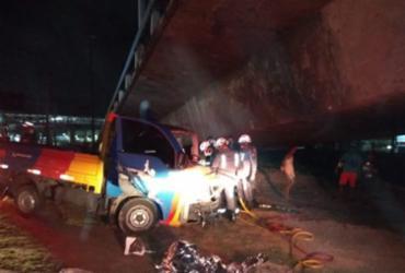 Homem é retirado das ferragens de veículo após acidente na região da rodoviária | Ascom | GBM