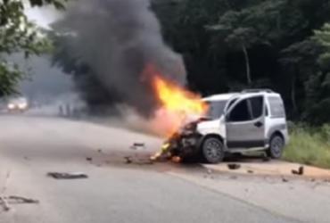 Mulher morre e quatro pessoas ficam feridas em acidente em Porto Seguro