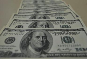 Dólar atinge maior valor desde maio com impasse em programa social |