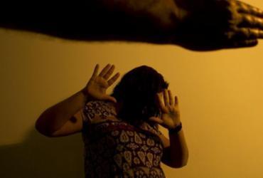 Casos de feminicídio crescem 22% em 12 estados durante pandemia | Marcos Santos | USP
