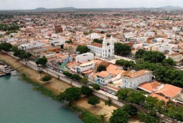 Novo coronavírus avança em Juazeiro e gestão municipal reabre comércio da cidade