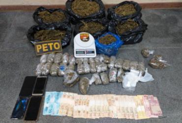 Policiais apreendem cinco quilos de maconha e R$ 1,5 mil em Feira