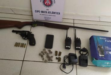 Irmãos são presos exibindo armas de fogo em Porto Seguro