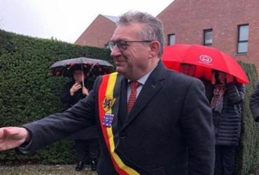 Prefeito de Bruges, na Bélgica, é esfaqueado no pescoço | Divulgação | Redes Sociais
