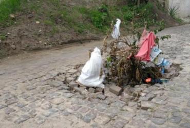 Moradores de Santo Antônio de Jesus reclamam de grande buraco na Rua dos Humildes