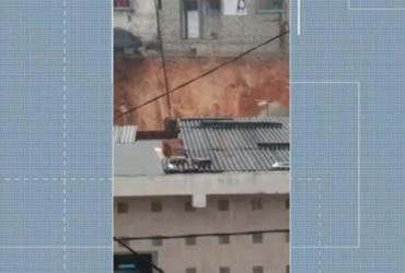 Famílias tiveram que deixar suas casas após deslizamento de terra em Simões Filho