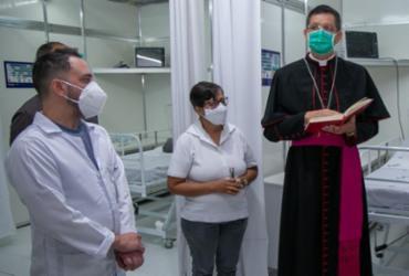 Pacientes são transferidos para leitos de UTI da nova unidade de campanha de Teixeira de Freitas