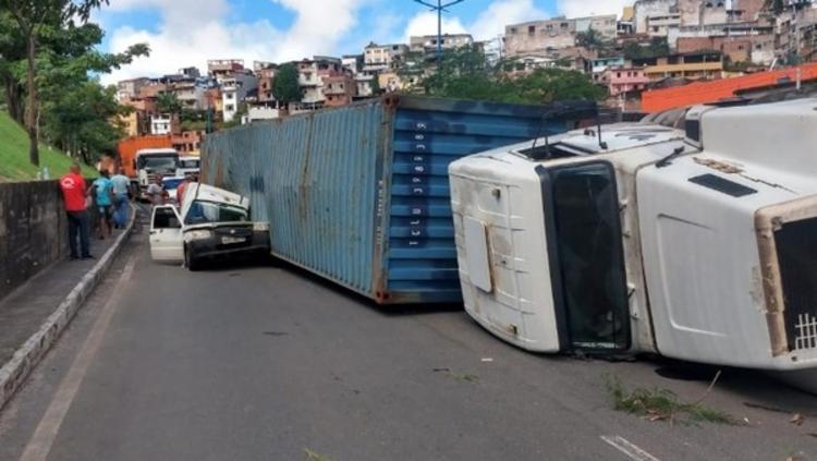 Acidente aconteceu na manhã desta quarta | Foto: Divulgação | Transalvador - Foto: Divulgação | Transalvador