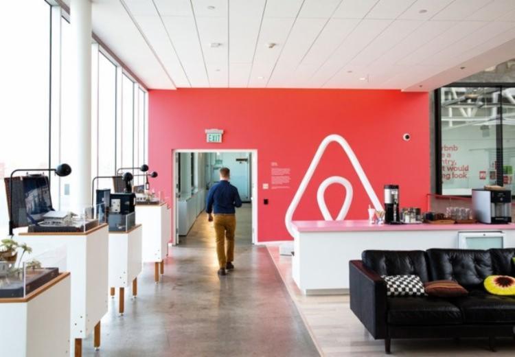 Entre os principais prejuízos, está a demissão de 25% dos funcionários da empresa | Foto: Divulgação | Airbnb - Foto: Divulgação | Airbnb