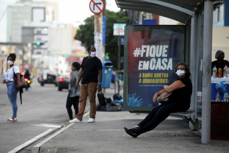 Muita gente sai para trabalhar na pandemia | Foto: Felipe Iruatã | Ag. A TARDE - Foto: Felipe Iruatã | Ag. A TARDE