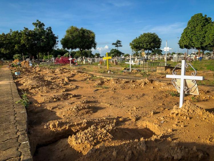 Mães das crianças pedem a retirada imediata dos corpos para poder realizar o ritual funerário indígena   Foto: Emily Costa   Amazônia Real - Foto: Emily Costa   Amazônia Real