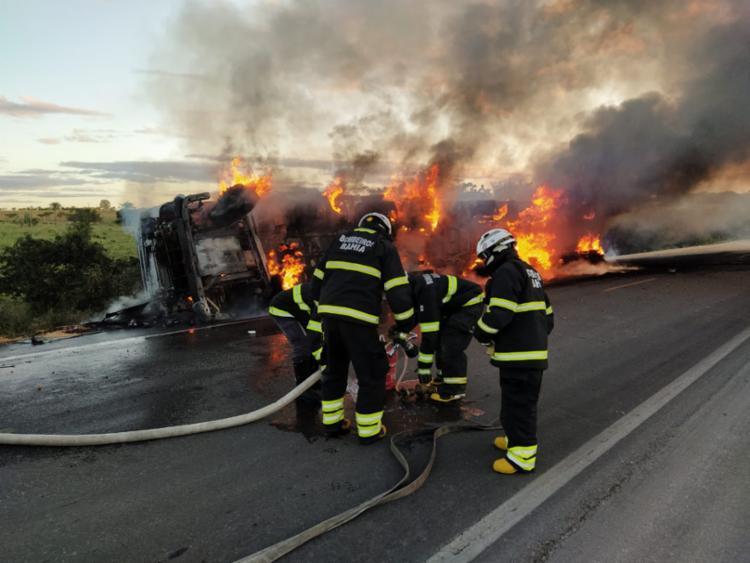 Foram necessárias cerca de duas horas para conter o incêndio pela equipe do Corpo de Bombeiros | Foto: Divulgação SSP - Foto: Divulgação SSP