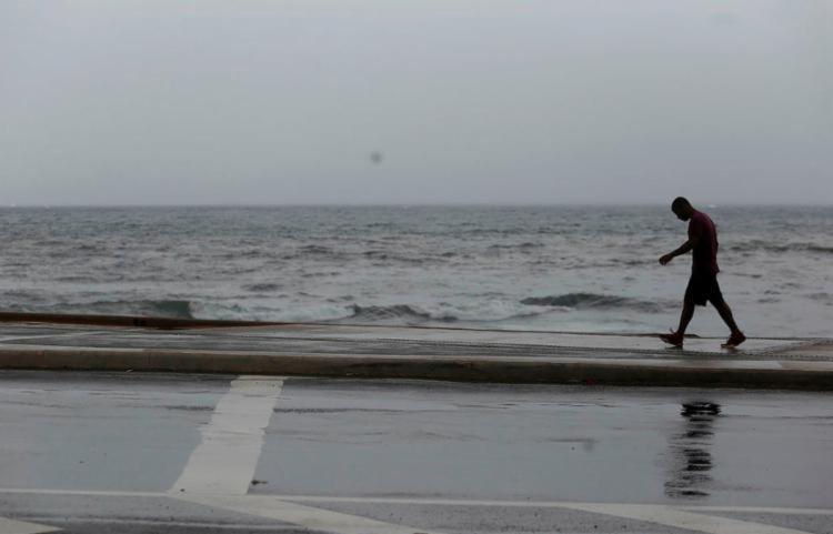 Previsão é de chuva em qualquer hora do dia durante o final de semana | Foto: Raul Spinassé | Ag. A TARDE - Foto: Raul Spinassé | Ag. A TARDE