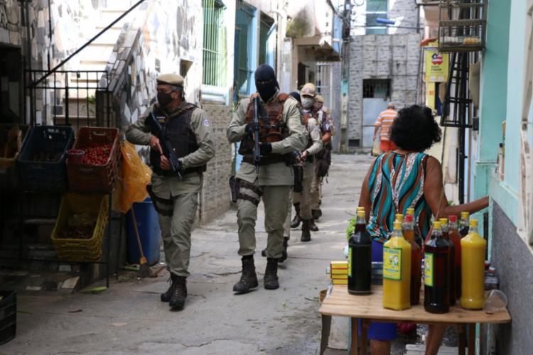 Comerciantes do local informaram que traficantes e policiais estariam envolvidos nas cobranças ilegais | Foto: Alberto Maraux | Divulgação | SSP - Foto: Alberto Maraux | Divulgação | SSP