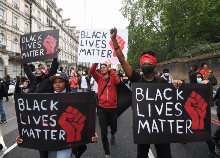 Onda de protestos foi iniciada após a morte de um homem negro por um policial branco | Foto: Reprodução - Foto: Reprodução