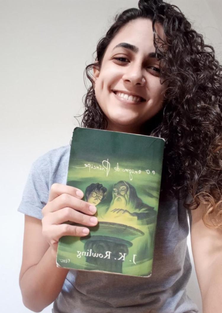 A estudante Pâmela Aquino prefere os livros aos filmes | Foto: Reprodução | Arquivo Pessoal
