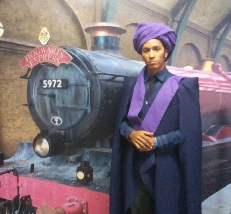 Eliabe Reis em cosplay do personagem Quirino Quirrell, um dos primeiros inimigos de Harry Potter | Foto: Reprodução | Arquivo Pessoal