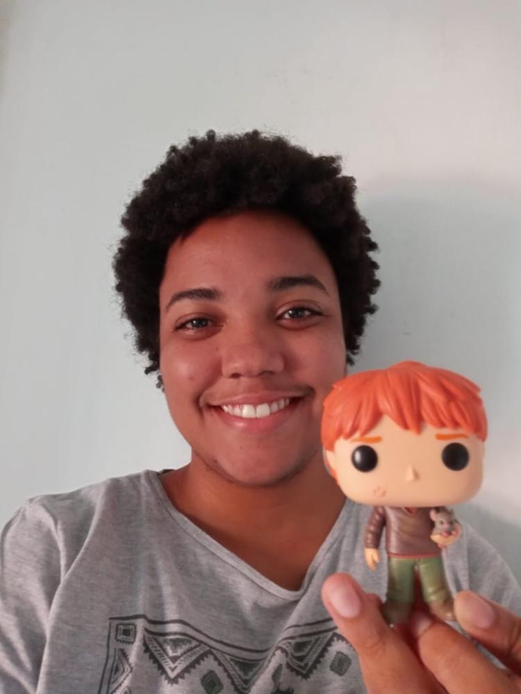 A estudante Alana Barbosa se apaixonou a primeira vista pelas obras de J. K. Rowling | Foto: Arquivo pessoal