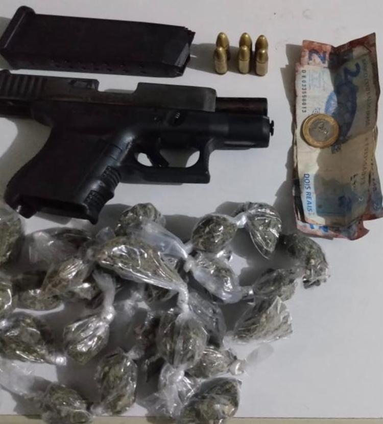 Uma pistola de fabricação austríaca e drogas foram encontradas com o suspeito | Foto: Divulgação | SSP - Foto: Divulgação | SSP
